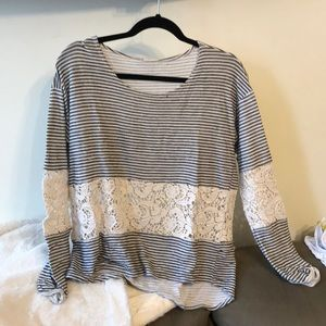 Tops - Adorable lace detailed long sleeve